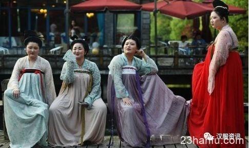 """""""唐代仕女""""现身杭州西湖景区 重拾""""以胖为美""""的审美观"""