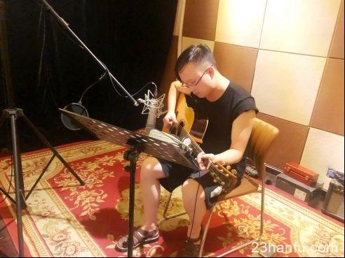 著名音乐制作人黄天信着汉服演绎《锦绣成都》致敬李白经典诗词