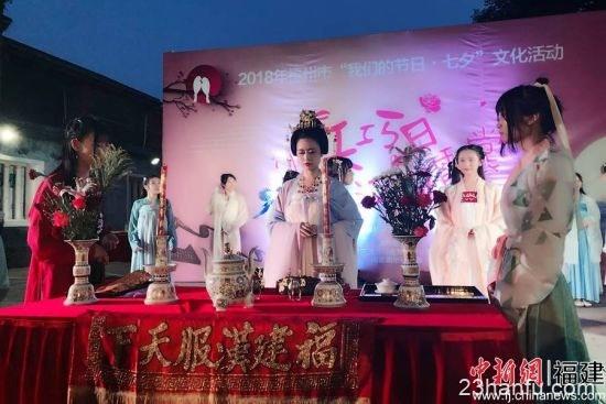 福州三坊七巷举办七夕活动 汉服少女演绎传统文化