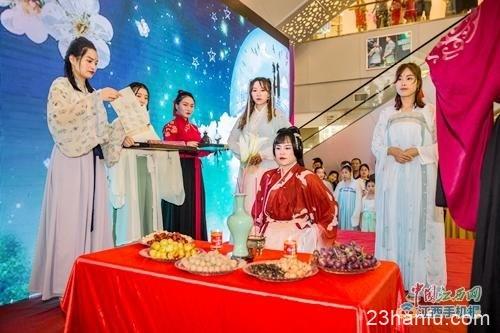 秀美汉服惊艳庐陵 吉安市举办首届汉服七夕节
