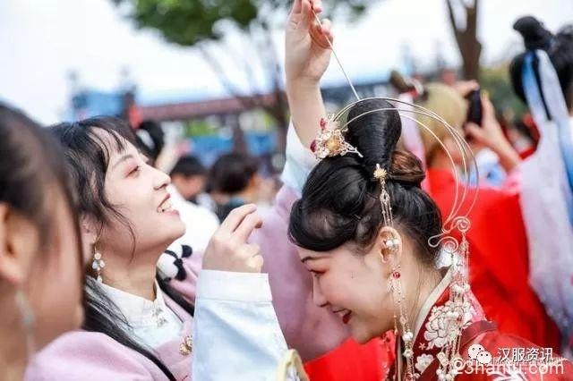 第七届中国西塘汉服文化周上话传承