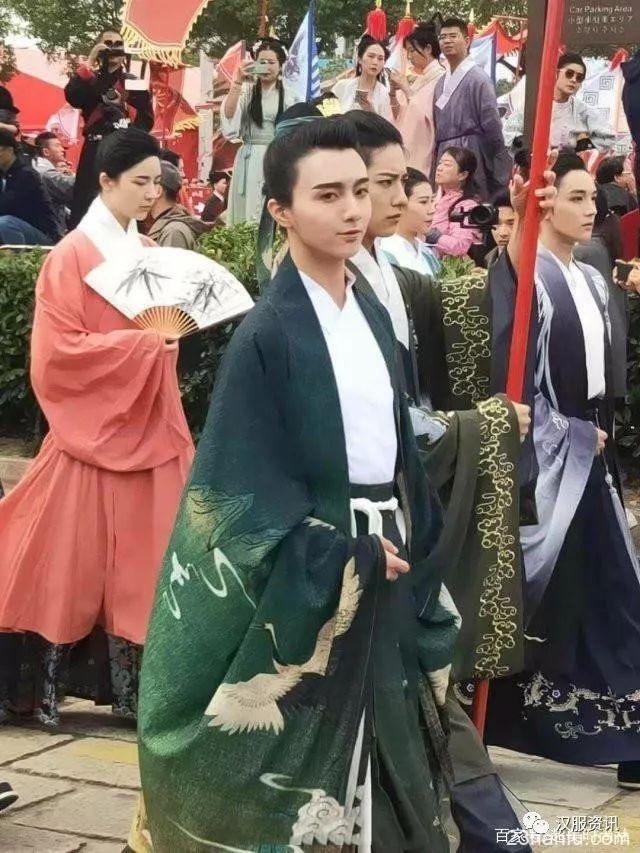 西塘汉服文化周上,这个帅哥天团爆火!不仅长得帅而且超会穿