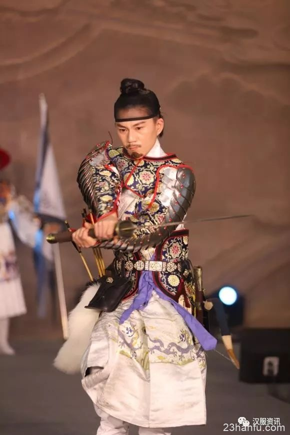 """台州:""""大型汉服文化展""""在临海博物馆博物馆举行"""