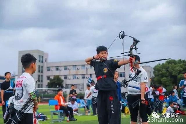 换上汉服张弓搭箭,参与一场射箭比赛