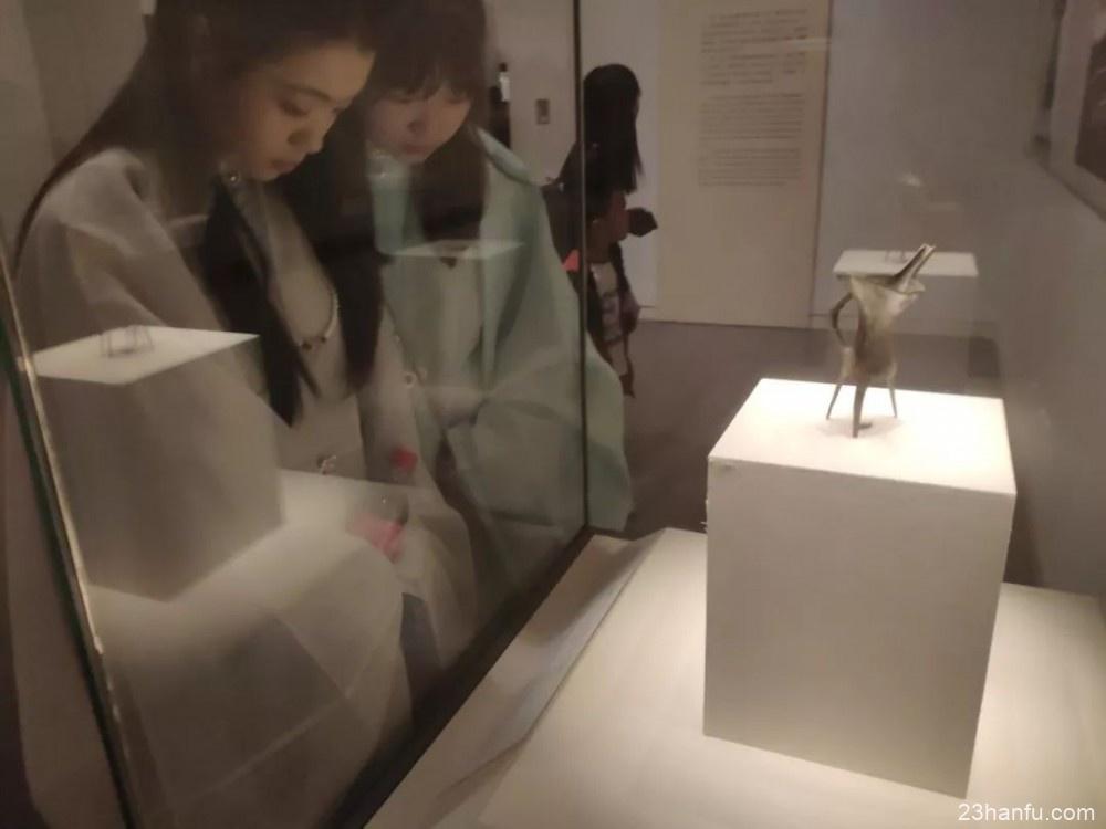 汉服热:传统与现代交织的自我表达