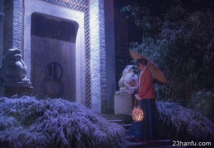 【汉服美图】临安初雪夜归人