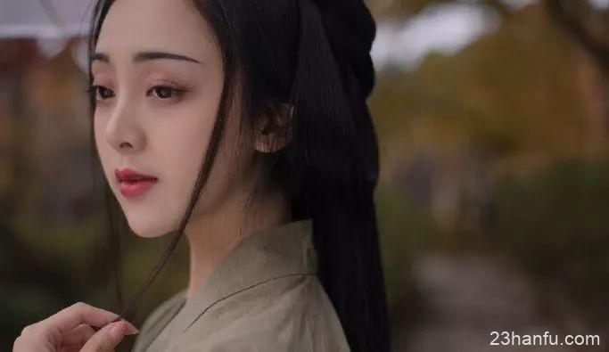 【汉服美图】桂魄初生秋露微,轻罗已薄未更衣。