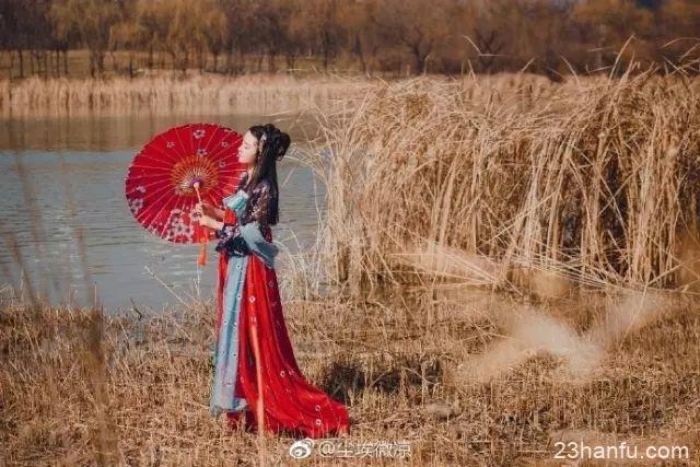 【汉服美图】淡眉如秋水 玉肌伴轻风