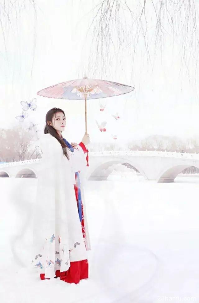 【汉服美图】《雪落眉间》