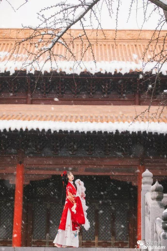 【汉服摄影】 落落红衫覆雪开梅花雪