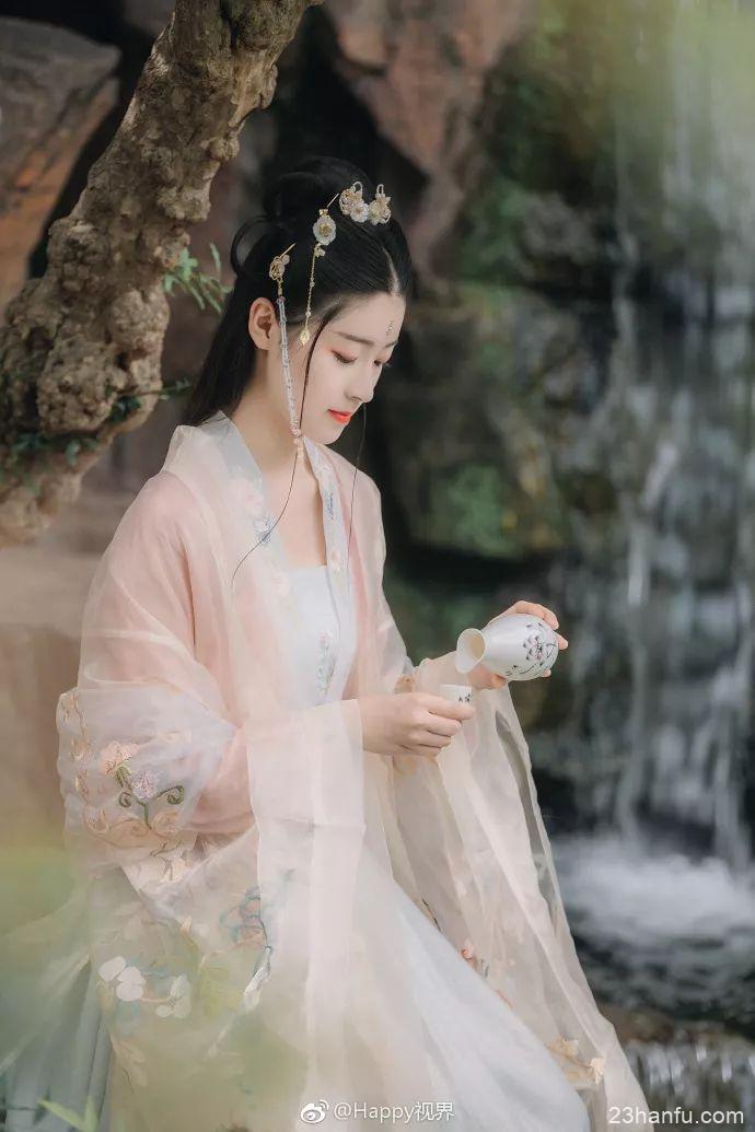 【汉服美图】玉楼春 • 小园