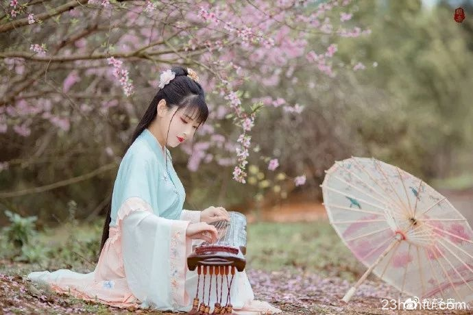 【汉服美图】花中不知日月短