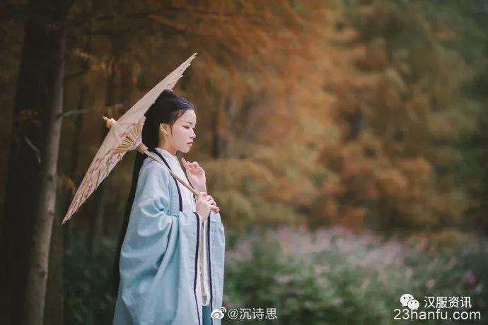 【汉服摄影】孤山独听雨下