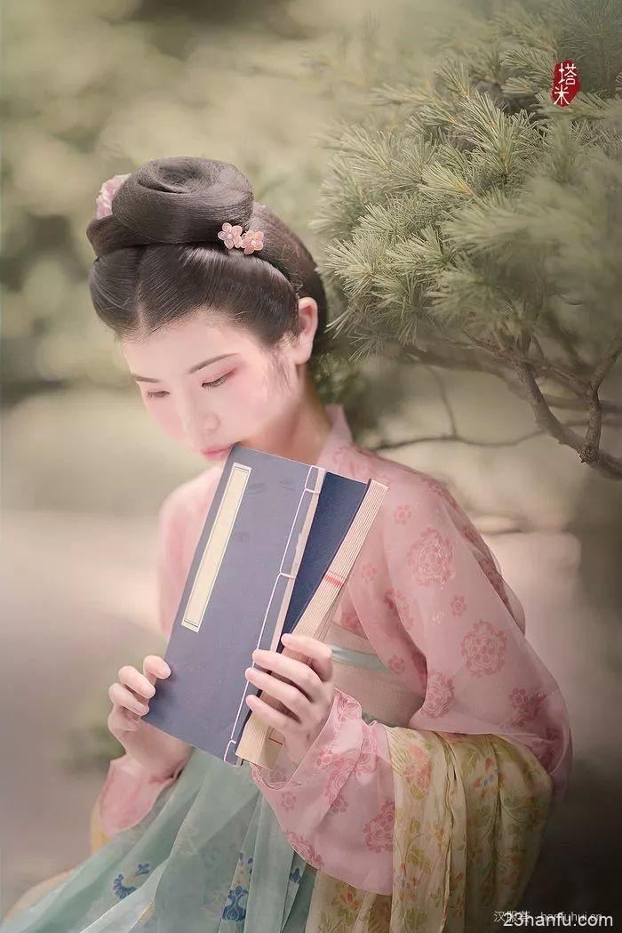【汉服仕女】露浓花瘦