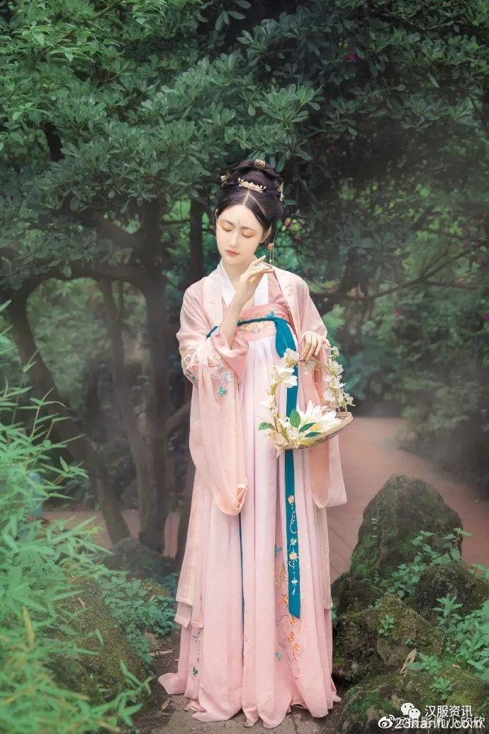 【汉服美图】浅草画蝶