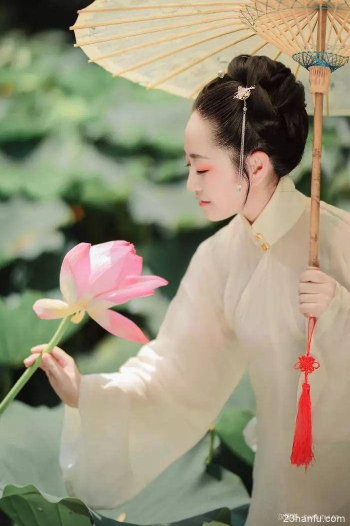 【汉服美景】心心莲莲,吹皱一池清梦