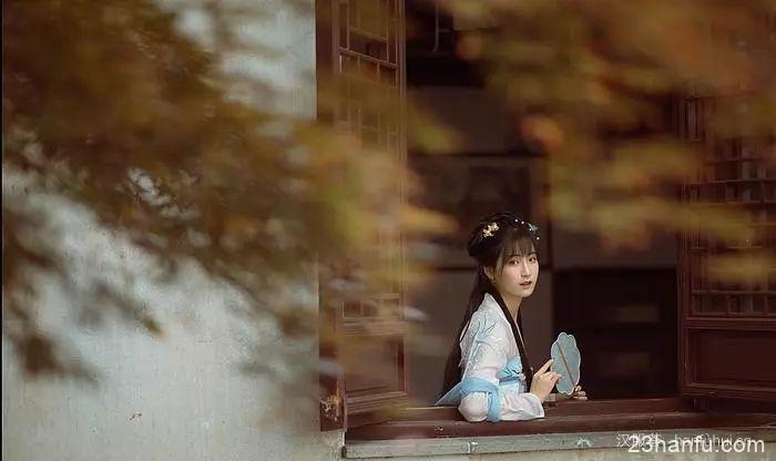 【汉服仕女】素手执扇倚窗头