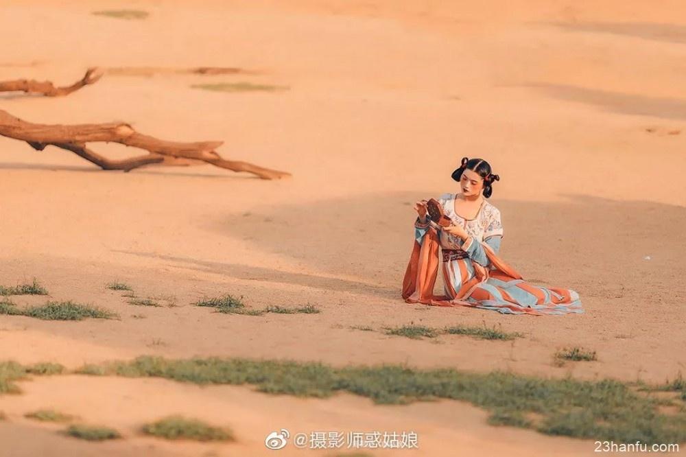 【汉服美图】塞外风光:每一个人都是一座孤岛