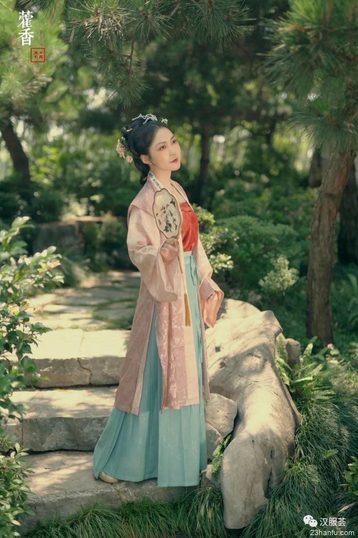 【汉服仕女】庭院花香鸟语