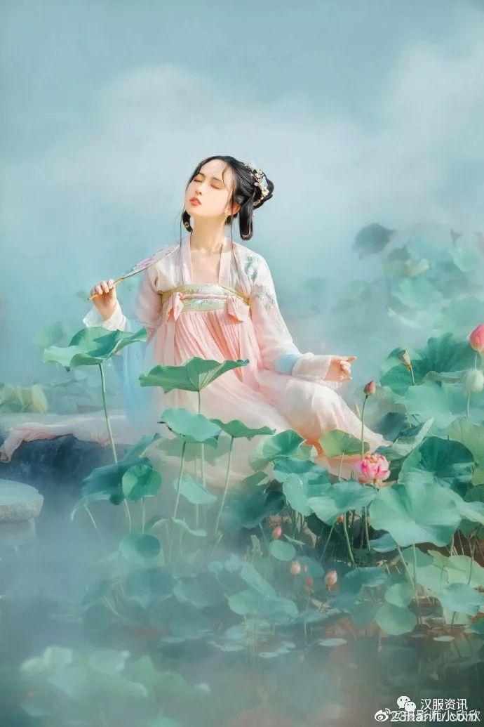 【汉服私影】荷塘一棹醒红莲