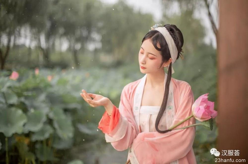【汉服美景】十里荷塘,烟雨影涟涟