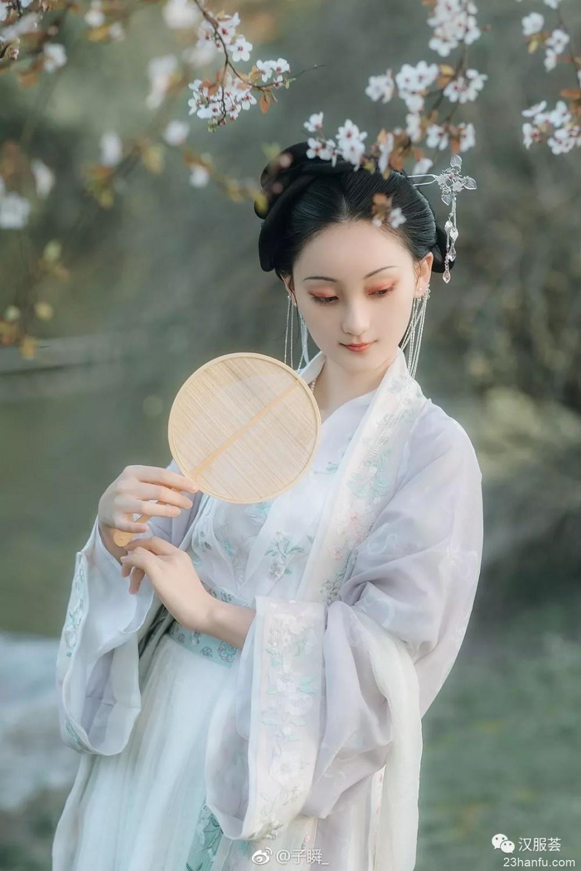 【汉服美景】那些鸟语花香,温柔的风,时光会记得