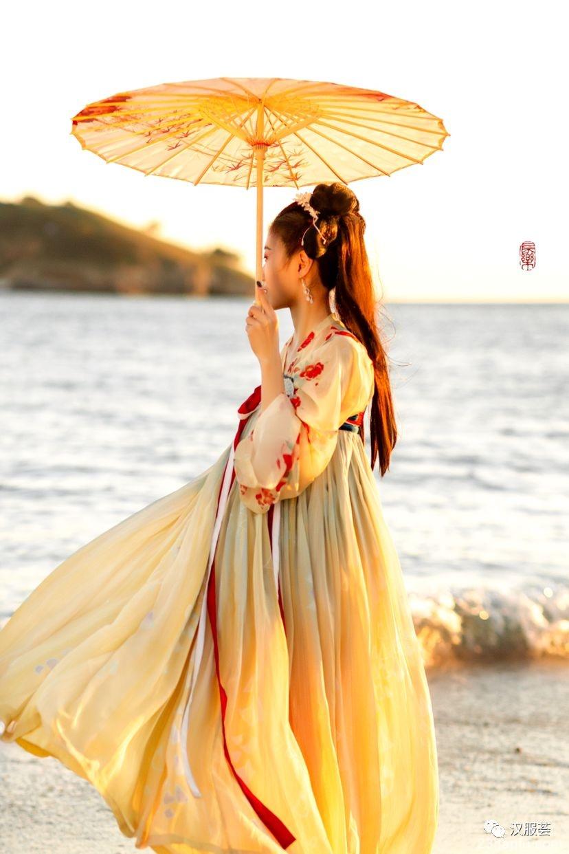 【汉服美景】临水夕照,伴得一侧佳人行