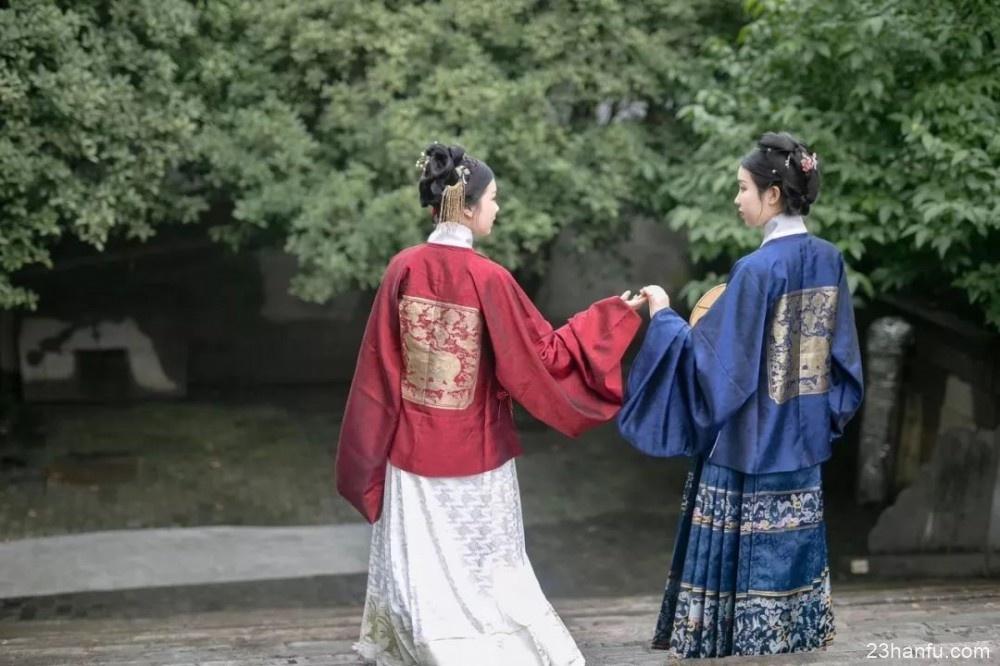 【汉服闺蜜】金绣裙,双玉珏