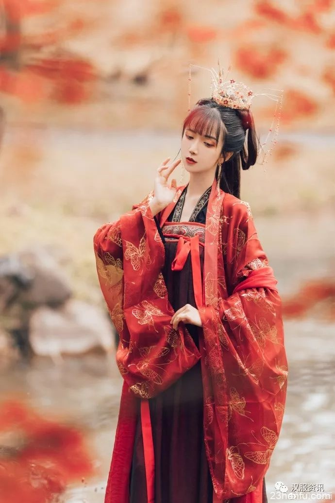 【汉服私影】今年的枫叶又该红了吧