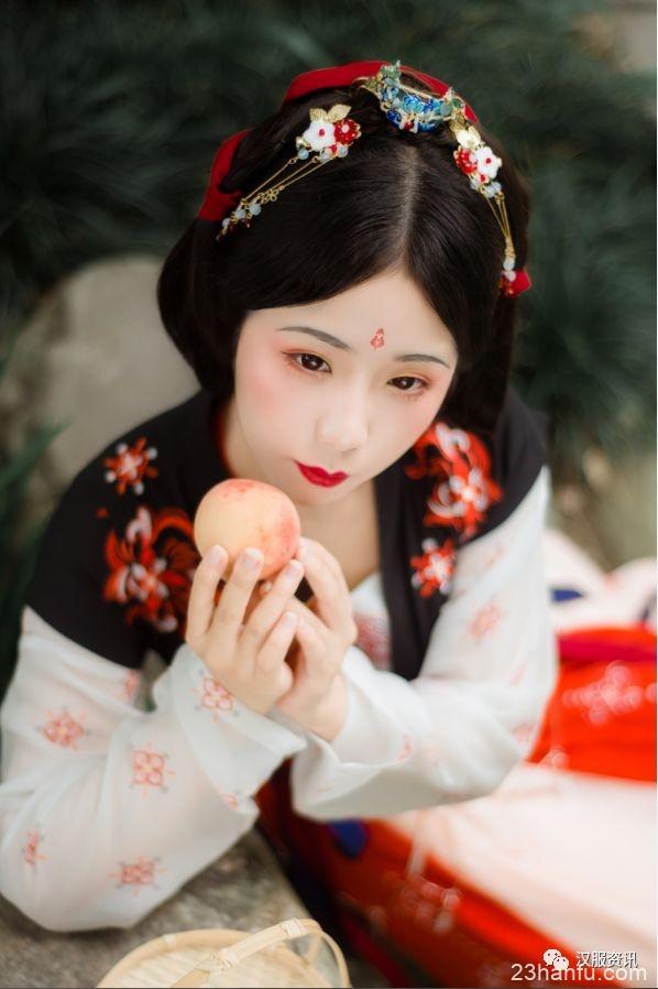 【汉服私影】届笑春桃兮