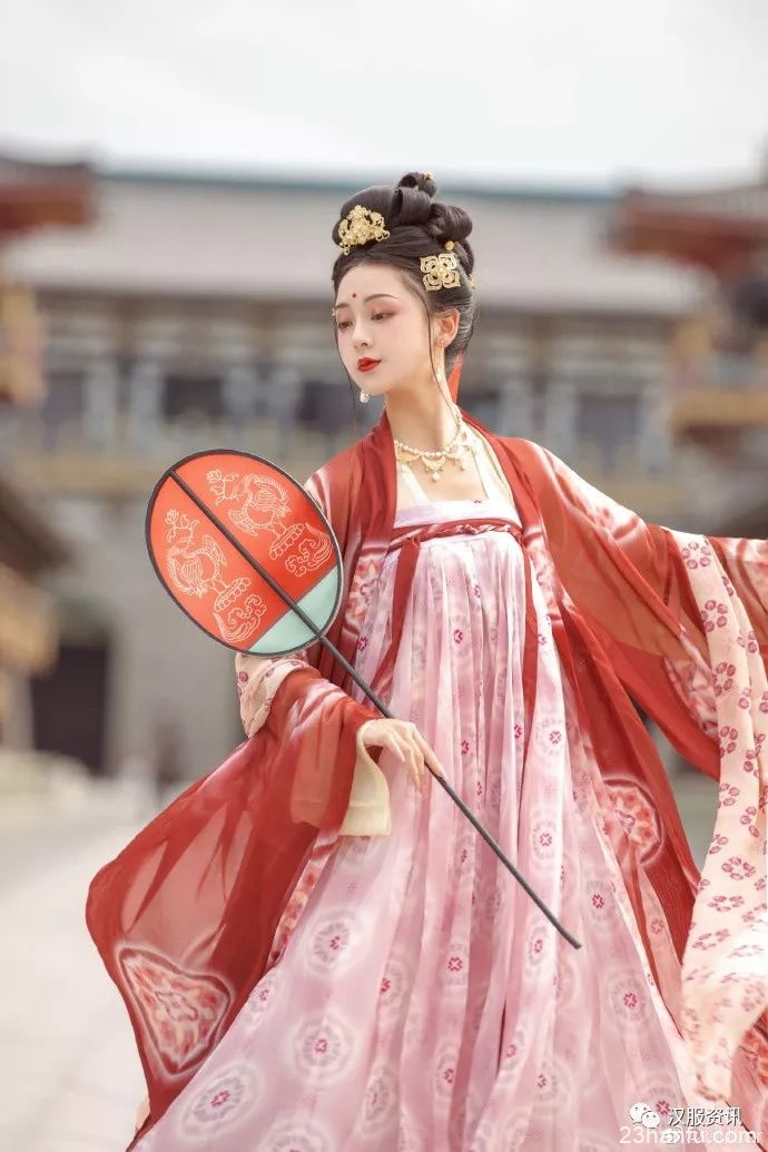 【汉服私影】缓歌慢舞凝丝竹,尽日君王看不足。