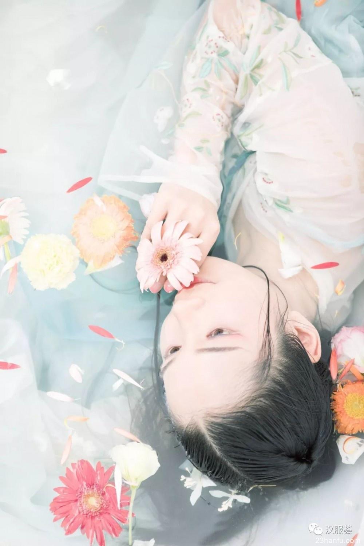 【汉服私影】水光潋滟一身花色