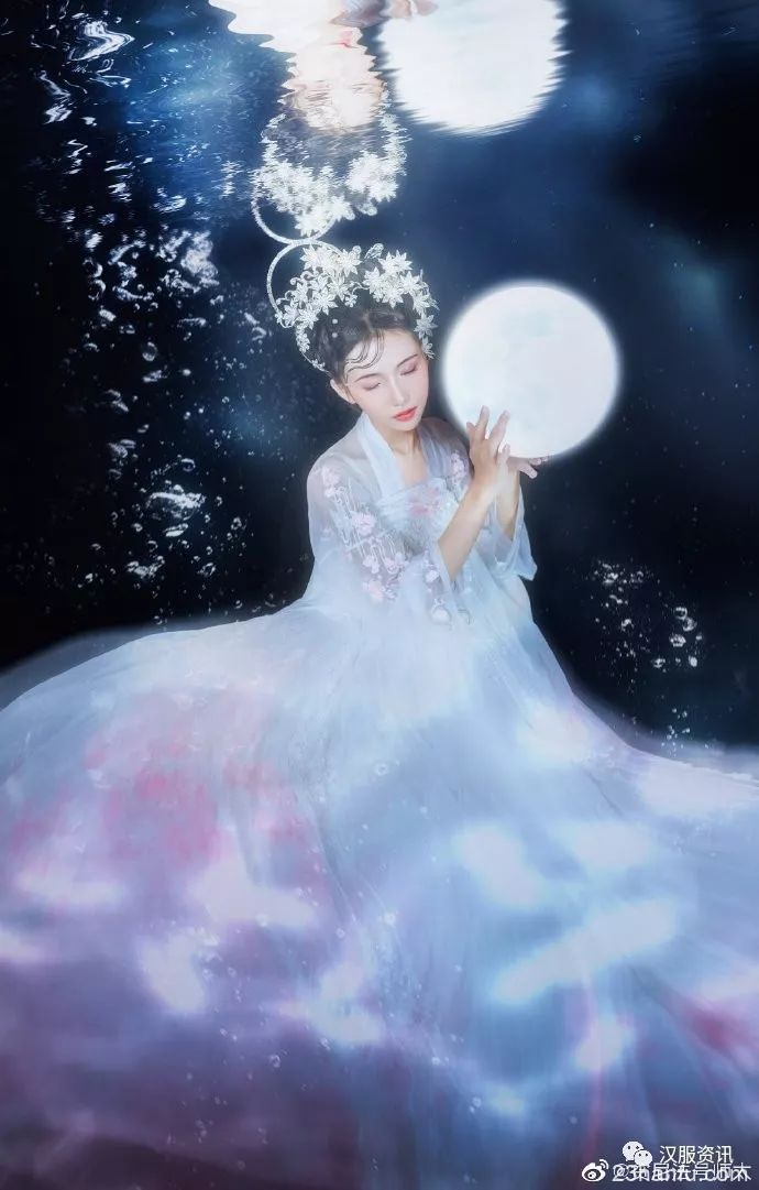 【汉服私影】海底月 海底月是天上月,眼前人是心上人