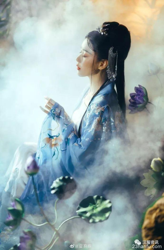 【汉服私影】侵寒 烟笼空山,雾侵寒水