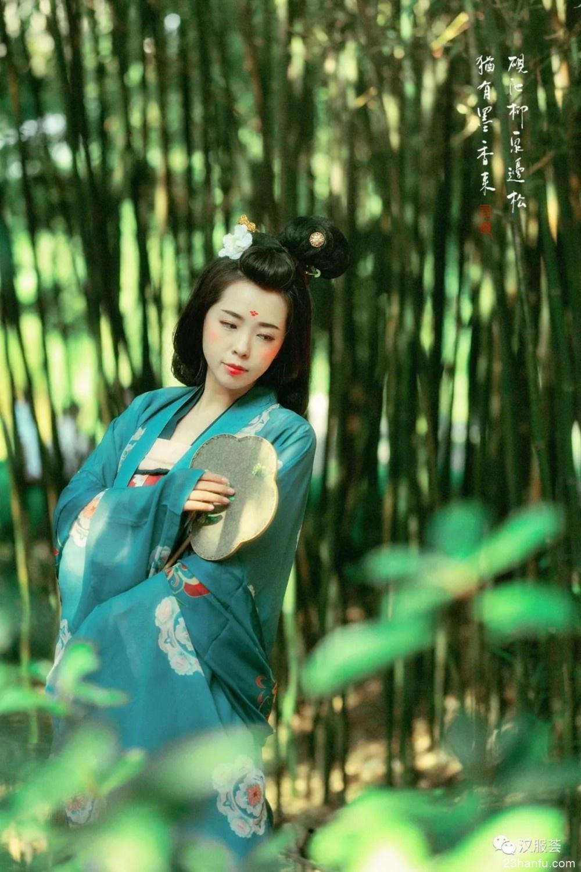 【汉服仕女】砚池柳,泉边松,犹有墨香来