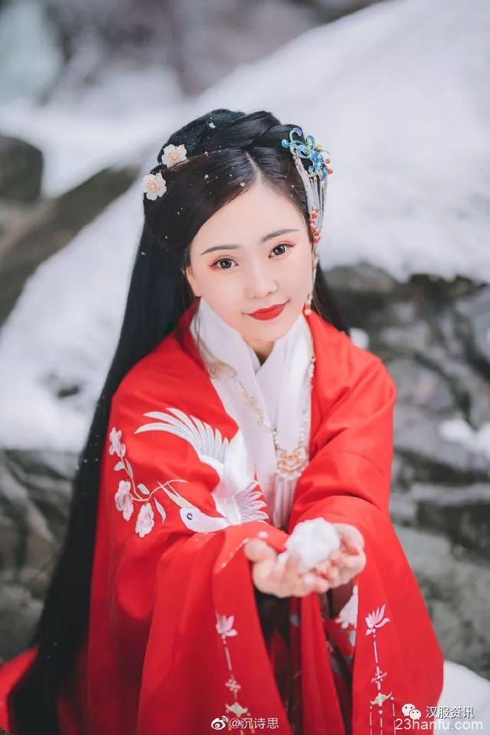 【汉服摄影】旧岁采得枝头细雪