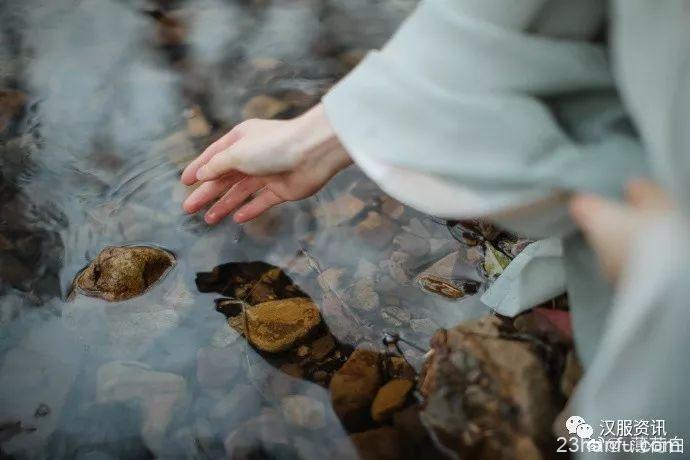 【汉服私影】隐 桃花流水窅然去,别有天地非人间
