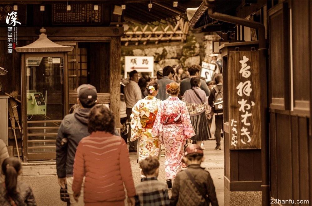 中国游客在日本穿和服大方闲逛,在国内穿汉服为什么会成异类?