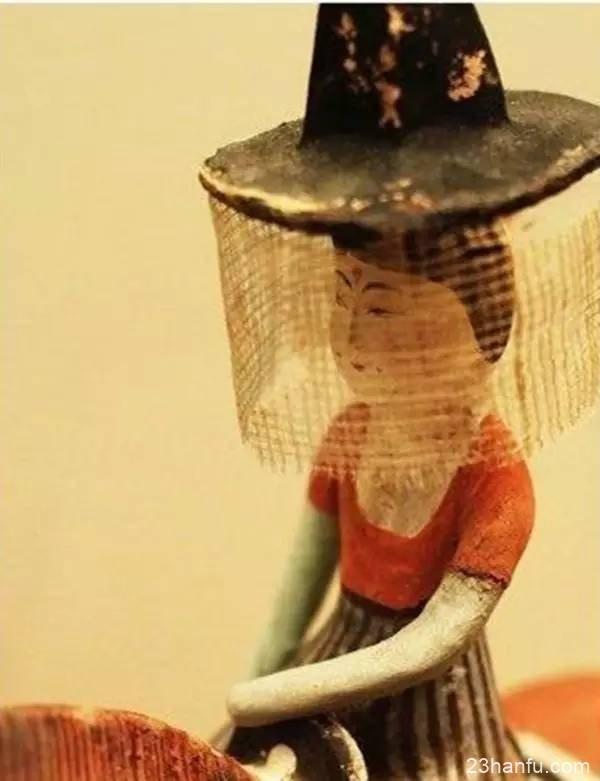 犹抱琵琶半遮面,最是那帷帽下半遮半掩的风情