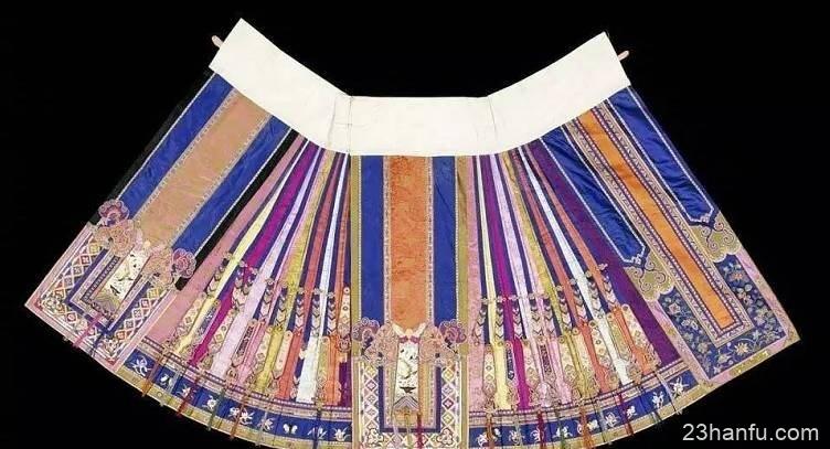 汉服女子裙装:条纹裙和凤尾裙
