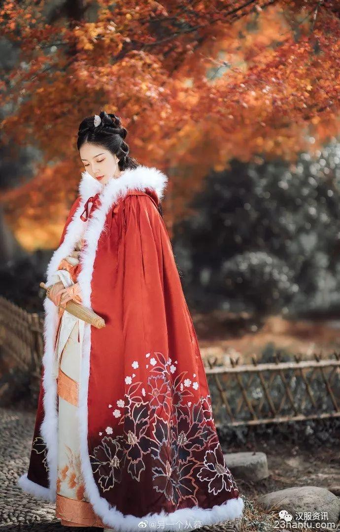 【汉服私影】红叶黄花秋意晚, 千里念行客。
