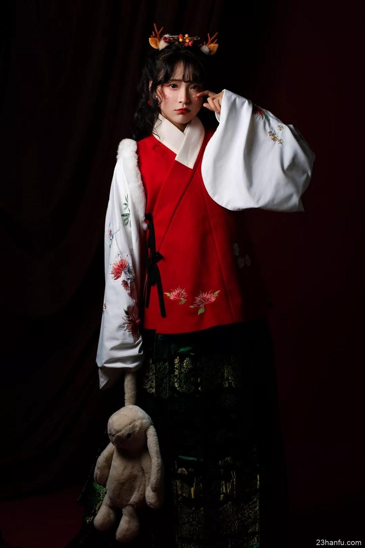 【汉服时尚】圣诞奇遇记:圣诞哥哥派好礼,八只驯鹿萌萌哒~